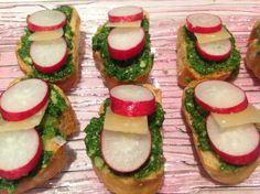 On peut tout utiliser dans une botte de radis. Cette recette est colorée et fraîche. Recette : Bien évidement il faut une botte de radis non traitée.…
