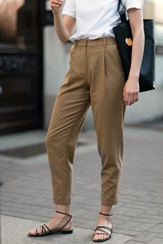 Woolen trousers in camel - fashionmugging Summer Outfits Women, Simple Outfits, Classy Outfits, Casual Outfits, Look Fashion, Korean Fashion, Fashion Outfits, Fashion Trends, Classy Fashion