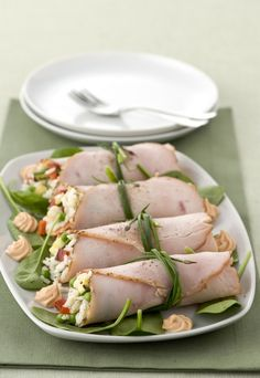 roast turkey rolls with cold rice Antipasto, Cena Light, Cooking Recipes, Healthy Recipes, Snack Recipes, Light Recipes, Food Design, Finger Foods, Food Inspiration