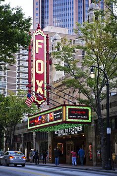 The Fox Theatre opened in 1929 and is a center piece of many cultural venues in Midtown Atlanta. Located on Peachtree Street the Fox features many cultural events, Broadway shows and concerts by popular artists. Atlanta Midtown, Atlanta Art, Atlanta Georgia, Georgia Girls, Georgia On My Mind, Atlanta Attractions, Fabulous Fox, Popular Artists, Cultural Events