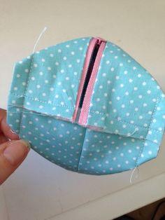 IMG_1037 Diy Bag Designs, Ankara Bags, Drawstring Bag Tutorials, Sewing Online, Beauty Case, Diy Makeup, Pouch, Diy Crafts, Purses