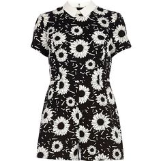 River Island Black and white floral print playsuit (215 ARS) ❤ liked on Polyvore featuring jumpsuits, rompers, playsuits, dresses, river island, romper, sale, short sleeve romper, floral rompers and flower print romper