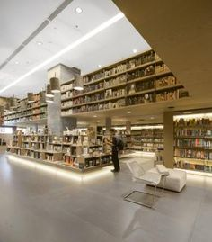 Books organized by color at Saraiva Bookstore by Studio Arthur Casas http://www.archello.com/en/project/saraiva-bookstore