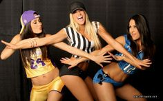 The Bella's AND Kelly be still my heart. Total Divas Season 1, Barbie Blank, Nikki And Brie Bella, How To Have Twins, Women's Wrestling, Wwe Divas, Wwe Superstars, Girl Next Door, Sport Girl