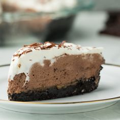 Hot Chocolate Caramel Cream Pie – Tasty Hot Chocolate Caramel Cream Pie Hot chocolate and caramel in a pie! Thanks to International Delight, this is a dessert lover's dream come true. Yummy Treats, Sweet Treats, Yummy Food, Caramel Pie, Cake Recipes, Dessert Recipes, Dessert Food, Cream Pie, Desert Recipes