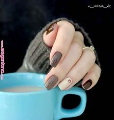 Semi-permanent varnish, false nails, patches: which manicure to choose? - My Nails Elegant Nail Art, Trendy Nail Art, Cute Nails, Pretty Nails, Nail Art Designs, Gold Glitter Nails, Perfect Nails, French Nails, Nail Arts