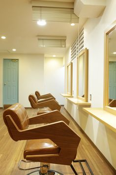 Beauty salon interior design ideas |  + hair + space + decor + Japan  + brown + wood + natural +chairs | Follow us on https://www.facebook.com/TracksGroup <<<【one drop  セットエリア】カントリー風 美容室 美容室 内装 木材 癒し