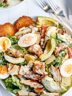 Love Chicken Caesar Salad but want to cut down on the calories? This Chicken and Avocado Caesar Salad made with a low in fat healthier dressing, with grilled chicken and crunchy ciabatta croutons, looks beautiful. Skinny Chicken and Avocado Caesar Salad R Grilled Chicken Salad, Chicken Salad Recipes, Healthy Salad Recipes, Soup Recipes, Avocado Chicken, Chicken Ideas, Chicken Bacon, Spring Salad, Summer Salads