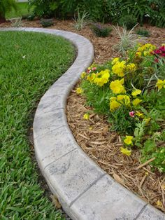 Garden Edging Supplies – Are you looking for the best garden tools and ideas onl… - Modern Garden Tools, Amazing Gardens, Front Yard Landscaping, Landscape Curbing, Lawn And Garden, Garden Shrubs, Concrete Garden Edging, Garden Edging, Flower Bed Edging