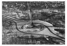 Berlin 1945 Blick in den Tiergarten und die Siegessäule.