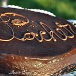 Tort Sacher Sweets Recipes, Desserts, Ketchup, Cake Decorating, Cooking, Food, Fine Dining, Milk, Tailgate Desserts