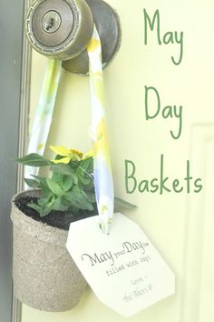 Plan to hang one of these simple gifts on a neighbors front door! I miss getting a basket from the Glenbrook kids on May day. Spring Crafts, Holiday Crafts, Holiday Fun, Holiday Ideas, Holiday Recipes, Holiday Decor, Beltane, Homemade Gifts, Diy Gifts