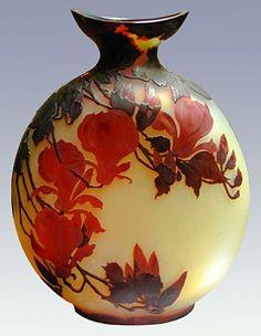 Red magnolias Vase 1900, Emile Galle