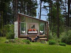 スウェーデンの建築家ヨナス・ワゲルよってデザインされた「Mini House」は、 注文すると郵便で材料が届き、家具を組み立てるように家を建てることが可能です。 北欧では、一時的な建物(15㎡以内)を