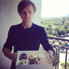 Martin Solveig & his birthday cupcakes