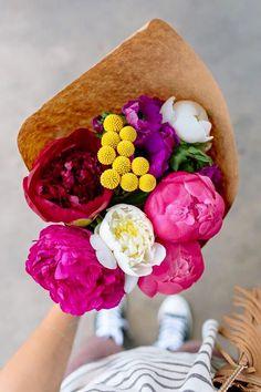 Bugün tüm çiçekler Öğretmenlerimiz için ! Öğretmenler günü kutlu olsun.  www.thecoollection.com