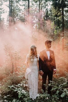 25 Cool & Colorful Reasons You Need Smoke Bombs in Your Wedding Portraits 25 Cool & Colorful Reasons You Need Smoke Bombs in Your Wedding Portraits Wedding Photos That Got Crazy Colorful with Smoke Bombs (AKA the Newest Wedding Portrait Trend) Wedding Photoshoot, Wedding Shoot, Wedding Couples, Wedding Pictures, Forest Wedding, Woodland Wedding, Dream Wedding, Farm Wedding, Wedding Things