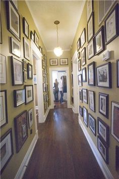 I've gotta long,narrow hallway,& it's STARTING to look like this,but floor-to-ceiling? Long Hallway, Entry Hallway, Hallway Ideas, Hallway Decorating, Home Remodeling, Sweet Home, Gallery Wall, House Design, Ceiling