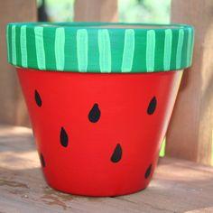 12 ideias para decorar vaso de planta - Plant Pot - Ideas of Plant Pot - Hand Painted Flower Pots Flower Pot Art, Flower Pot Design, Flower Pot Crafts, Clay Pot Crafts, Painted Plant Pots, Painted Flower Pots, Decorated Flower Pots, Terracotta Pots, Garden Crafts