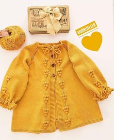 Crochet Baby Sweaters, Knitted Baby Cardigan, Baby Girl Patterns, Baby Knitting Patterns, Knitting For Kids, Baby Boy Fashion, Cute Baby Clothes, Baby Sewing, Baby Dress