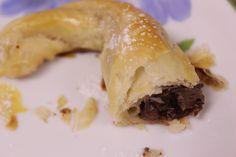 De Nigella Esse croissant não é pra ser bonito, é pra ser gostoso! Sirva de sobremesa ou no cafezinho e o pessoal vai sair lambendo os dedos :) Nós adoramos com Nutella, mas já testamos com doce de...