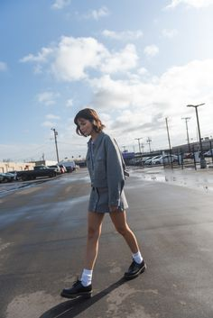 grey jacket and matching mini skirt, minimal outfits to copy, matching sets, preppy style, dr. Grey Mini Skirt, Mini Skirts, Skirt Outfits, Chic Outfits, Cool Street Fashion, Street Style, All Black Looks, Minimal Outfit, Oversized Jacket