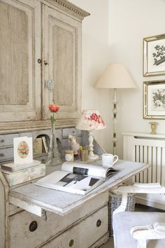 Shabby white home office Home Office, Country Decor, French Country Decorating, Decor, Furniture, Inspired Homes, Interior, Shabby Chic Homes, Home Decor