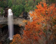 USA, Tennessee, Fall Creek Falls State Park, waterfall, spring