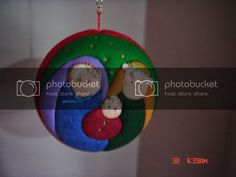 Que hermosos trabajos en patchwork Christmas Bulbs, Holiday Decor, Ideas Para, Home Decor, Canvas, Gingham Quilt, Holiday Ornaments, Dachshund, Searching