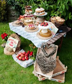 Cool inspiration for a summer party! Class up a county fair theme - and send guests on their way with 'Blue Ribbon' winners like homemade jam, bbq sauce or whatever you fancy as favors!