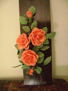 Imagem relacionada Paper Flower Tutorial, Paper Flowers Diy, Clay Flowers, Ceramic Flowers, Flower Crafts, Vase Crafts, Clay Crafts, Diy And Crafts, Nylon Flowers