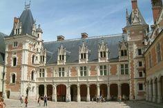 File:Chateau de Blois aile LouisXII.JPG