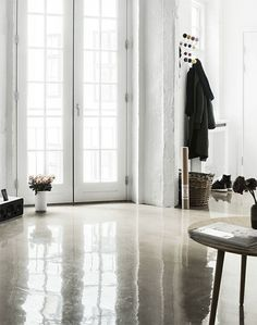 Concrete Jungle, concrete floor