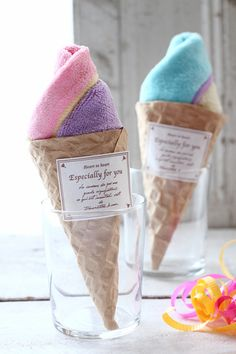 Present wrapping soft-serve ice cream made ​​with towel