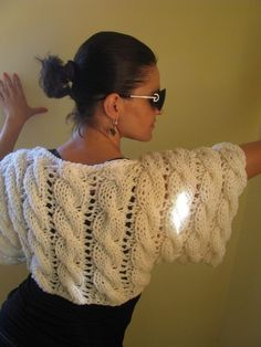 """diy_crafts- Tejidos - knitted """"knit by Gloria Segura"""", """"knit shrug - back view"""", """"~ Living a Beautiful Life ~ Would look so cool on the rig Knit Shrug, Crochet Shawl, Knit Crochet, Knitting Patterns, Crochet Patterns, Mode Crochet, Shawls And Wraps, Crochet Clothes, Pulls"""