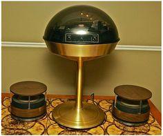 Apollo 711 space age record player - The Vintage News Retro Record Player, Record Players, Vintage Space, Retro Vintage, Vintage Music, Vintage Items, Radios, Poste Radio, Desk Lamp