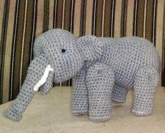 Hæklet Kay Bojesen elefant Mobiles, Crochet Animals, Zebras, Danish Design, Minions, Knit Crochet, Pony, Dinosaur Stuffed Animal, Knitting