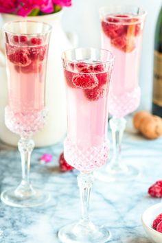 Great bridal shower idea // Strawberry Cream Mimosas ...