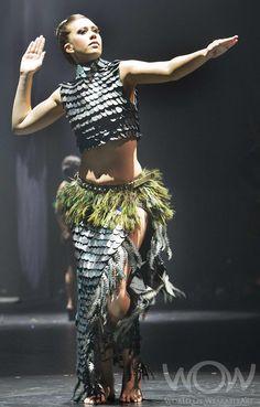 GATE-KEEPER HINENUITEPO, Lesley March, Australia. Air New Zealand South Pacific Section. 2012 WOW Awards Show Love Fashion, Fashion Show, Fashion Design, Fashion Details, World Of Wearable Art, Recycled Dress, Maori Designs, Maori Art, Art Costume