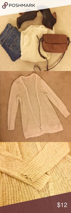 Chunky Knit Open Cardigan Get cozy with this off white chunky knit cardigan! Gently worn only a few times in great condition. 100% cotton, measures about 30 inches in length. Cute! Mossimo Supply Co. Sweaters Cardigans