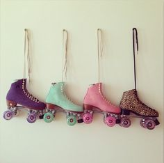 Roller Skates, i like the mint and the leopard Roller Derby, Roller Disco, Roller Quad, Roller Skate Shoes, Roller Skating, Rio Roller, Rollers, E Skate, Skate Party