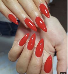 Discover new and inspirational nail art for your short nail designs. Perfect Nails, Gorgeous Nails, Prom Nails, My Nails, Pointy Acrylic Nails, Red Stiletto Nails, Silhouette Nails, Gel Nagel Design, Fire Nails