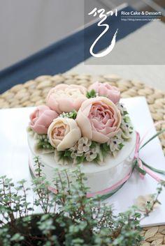 [ 설기케익 ] 다시 오는 봄 _ 앙금플라워떡케이크, 군포, 산본, 의왕, 안양 앙금플라워 : 네이버 블로그 Korean Buttercream Flower, Buttercream Flower Cake, Cupcakes Flores, Flower Cupcakes, Mini Eggs Cake, Floral Cake, Cake Shop, Love Cake, Cake Art