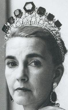Tiara Mania: Emerald Tiara worn by Barbara Hutton
