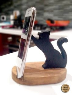 Future Gadgets Tech - Office Gadgets Cool - Amazing Gadgets Videos - Cool Gadgets For Women Spy Gadgets, Home Gadgets, Future Gadgets, Office Gadgets, Travel Gadgets, Electronics Gadgets, Woodworking Projects For Kids, Woodworking Crafts, Diy Phone Stand