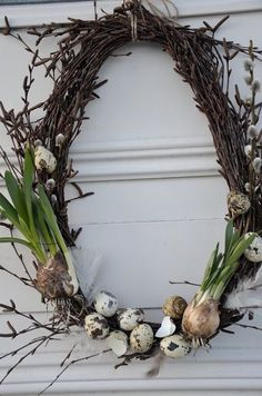 Spring Wreath - simple grapevine wreath, decorated with pussy willow, speckled eggs & bulbs. How pretty! Spring Wreath - simple grapevine wreath, decorated with pussy willow, speckled eggs & bulbs. How pretty! Diy Wreath, Grapevine Wreath, Willow Wreath, Advent Wreath, Wreath Ideas, Speckled Eggs, Deco Floral, Egg Decorating, Easter Wreaths