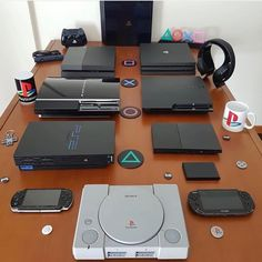 PlayStation 4 Console - Video Games - Ideas of Video Games - First PlayStation system you played? Ideas of First PlayStation system you played? Playstation Games, Ps4 Games, Arcade Games, Geek Games, Play Stations, Console Style, Pc Console, Videogames, Gaming Room Setup