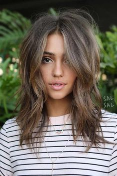 Hair hair styles hair color hair cuts hair color ideas for brunettes hair color ideas Medium Lenth Hair, Medium Brown Hair, Loose Curls Medium Length Hair How To Do, Medium Length Layered Hair, Medium Hair With Layers, Mid Length Hair With Layers, Wavy Layered Hair, Wavy Bobs, Medium Hair Styles