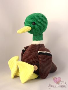 Eend Freddie, een haakpatroon op www.daniscreaties.nl Crochet Birds, Crochet Animals, Crochet Toys, Knit Crochet, Easy Crochet Patterns, Amigurumi Patterns, Bird Crafts, Diy And Crafts, Loom Knitting