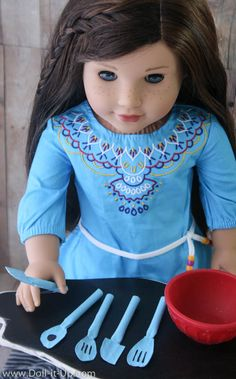 Make a set of spoons and spatulas for your doll kitchen!